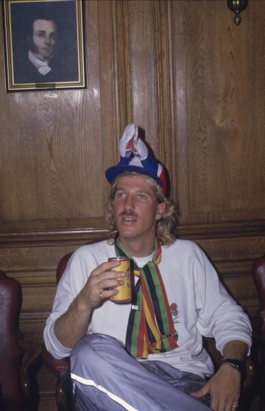 English cricketer Ian Botham during his 900-mile sponsored charity walk from John o' Groats to Land's End, 1985. (Photo by Adrian Murrell/Getty Images)