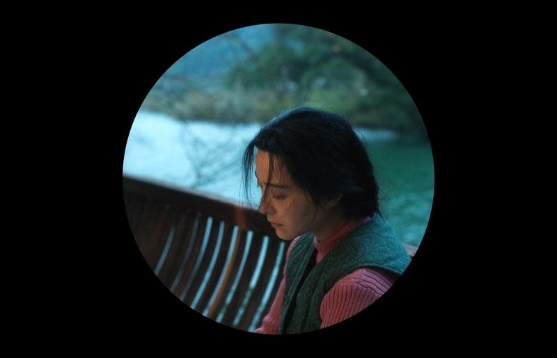 <p>三、《我不是潘金蓮》:受到札維耶多藍啟發的馮小剛,在2016年電影《我不是潘金蓮》中,也大膽起用圓形、方形與長形畫面來加以呈現。馮小剛坦言自己是受到了《親愛媽咪》的影響,決定讓自己的電影更加天馬行空,於是在片中使用了三種景框。其中更以圓形為主,放棄了絕大多數背景,讓畫面只剩下一個圓可以觀賞,也讓《我不是潘金蓮》成為熱議話題。(圖/官方劇照) </p>