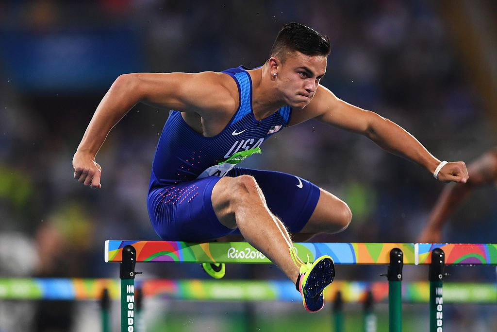 Oregon WR Devon Allen is quitting football to become pro in track. (Getty)