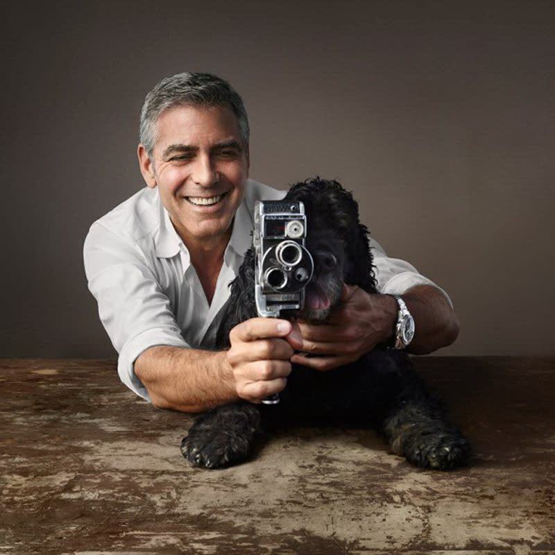<p>五、喬治克隆尼(George Clooney):好萊塢性感熟男喬治克隆尼也是愛狗一族,家中領養了三隻狗。但喬治克隆尼最知名的寵物,莫過於他年輕時養的一隻寵物豬麥斯(Max),養了十八年後在2006年過世。喬治克隆尼稱自己和麥斯是「維持最久的一段關係」。而他領養的第一隻黑色可卡犬愛因斯坦(Einstein),則是在即將遭到安樂死的數小時,幸獲喬治克隆尼收養而逃過一劫,成為備受主人寵愛的幸福狗狗,更曾在2015年與喬治克隆尼一同合拍歐米茄廣告。(圖:Yahoo Style HK) </p>