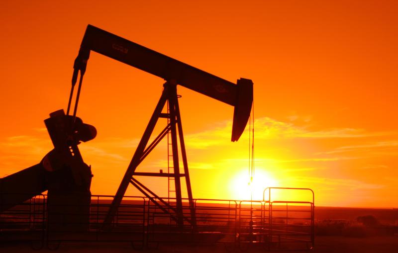Il petrolio tiene sul crescente utilizzo di energie rinnovabili