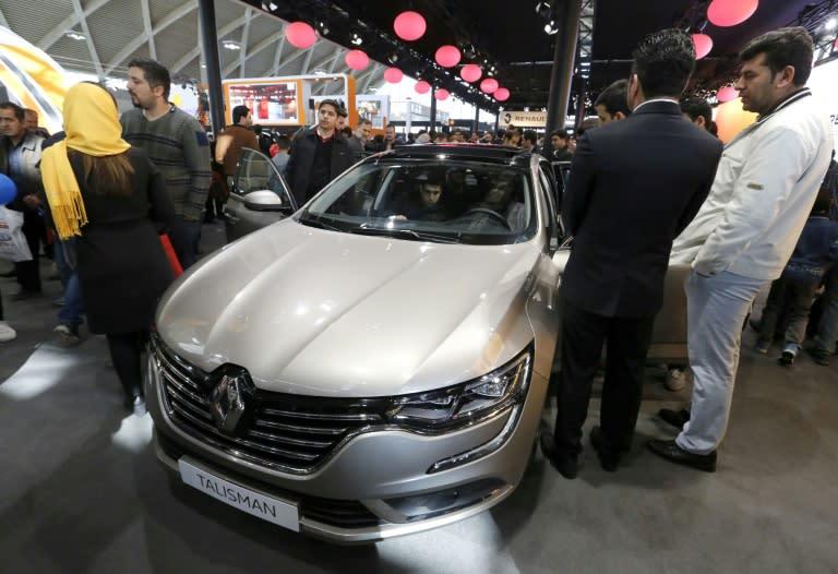 Un modelo de la marca Renault en una feria en Teherán el 27 de noviembre de 2017