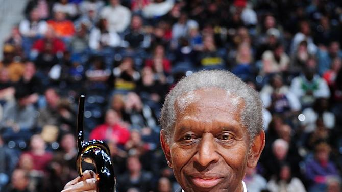 Earl Lloyd, first black player in NBA, dies at 86