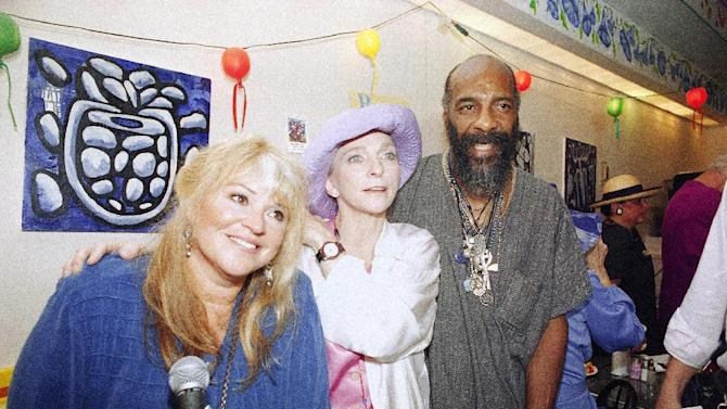 "FILE - In this July 26, 1994 file photo, Woodstock '69 veterans, from left,  Melanie Safka, Judy Collins and Richie Havens get together at the Bendix Diner in New York. The trio introduced a ""Declaration of Civility and Kindness"" in honor of the Bethel '94 concert for the 25th Anniversary of Woodstock. Havens, who sang and strummed for a sea of people at Woodstock, has died at 72. His family says in a statement that Havens died Monday, April 22, 2013, of a heart attack. (AP Photo/Joe Tabacca, file)"
