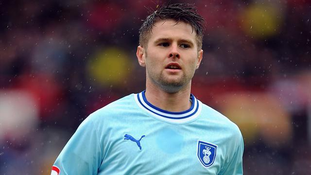 Championship - Huddersfield sign Norwood