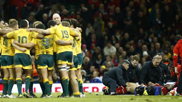 Rugby - Wallabies take pay cut in new deal with ARU