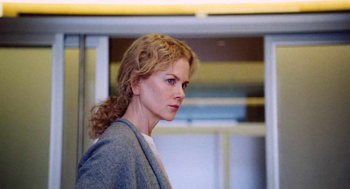 <p>食子媽媽/《聖鹿之死》妮可基嫚:去年底在台上映的《聖鹿之死》中,這個四口之家受到一名男孩的詛咒:父親如果無法親手殺了其中一位家人的話,全家最後都難逃一死。片中處處藏有希臘悲劇的荒誕與暗喻,父親柯林法洛因無力承擔責任而導致家人互相傷害,而母親妮可基嫚的片中演出更是令人不禁毛骨悚然。她為求自保,竟向丈夫說出「孩子還可以再生」這番狠話,在大銀幕上確實還有像她這樣的食子之母。(圖:《聖鹿之死》劇照) </p>