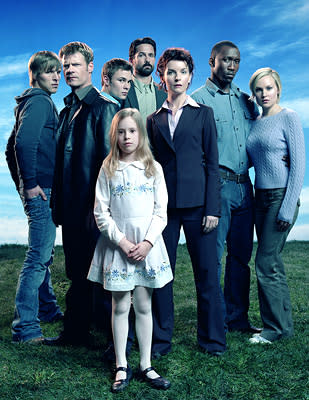 "Chad Faust, Joel Gretsch, Patrick Flueger, Billy Campbell, Jacqueline McKenzie, Mahershalalhashbaz Ali, Laura Allen and (front) Conchita Campbell USA's ""The 4400"" 4400"