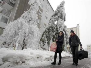 Progar and Gasi leave their apartment after four days without electricity and heating, in Postojna