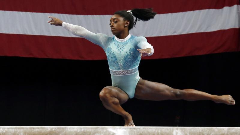 Simone Biles marca récord en Campeonato de Gimnasia (es-us.deportes.yahoo.com)