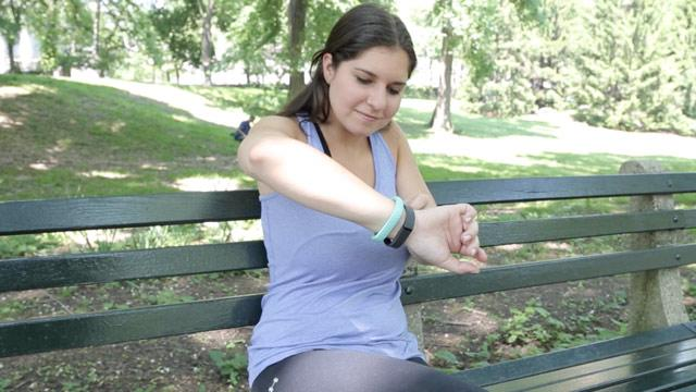 Fitbit Flex vs. Jawbone Up: The Battle of the Fitness Bracelets