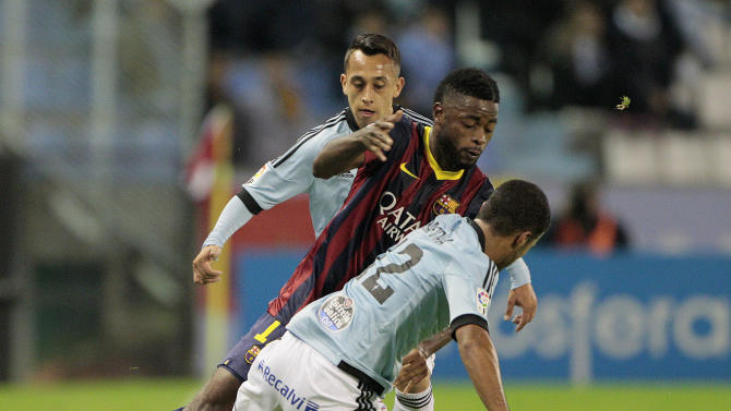 Barcelona's Alexandre Song from Camerun, center, fights for the ball with RC Celta's Fabin Orellana from Chile, left, and Rafinha Alcaltara from Brazil,  during a Spanish La Liga soccer match at the Balaidos stadium in Vigo, Spain, Tuesday, Oct. 29, 2013