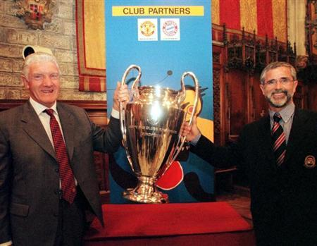 MANCHESTER'S FOULKES AND BAYERN'S GERD MULLER WITH CUP.