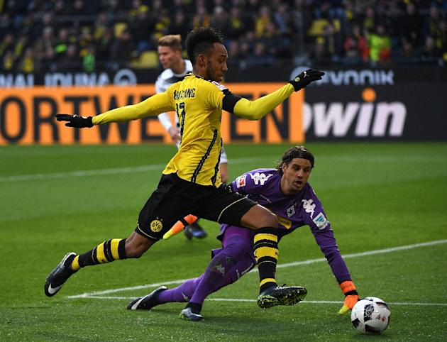 Dortmund's striker Pierre Aubameyang and Moenchengladbach's goalkeeper Yann Sommer vie for the ball during the German first division Bundesliga football match December 03, 2016