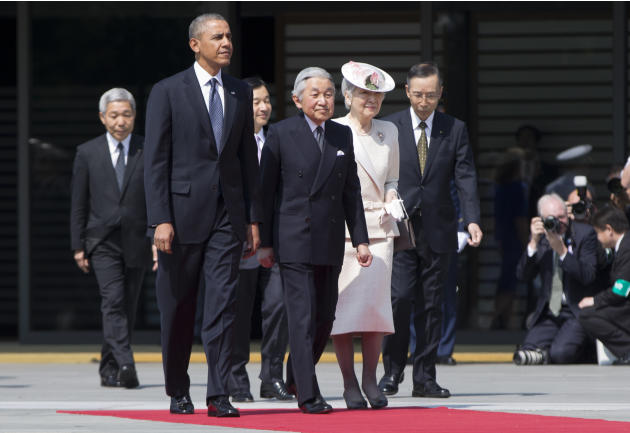 President Barack Obama, front left, walks with Japanese Emperor Akihito, second left in front, and his wife Empress Michiko as he arrives for a welcome ceremony at the Imperial Palace in Tokyo, Thursd