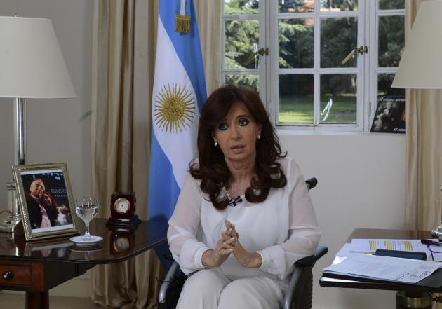 Argentina's President Cristina Fernandez de Kirchner, sitting in a wheelchair, addresses the nation during a televised speech in Buenos Aires, January 26, 2015. Fernandez on Monday announced a draft bill to dissolve the domestic intelligence agency amid government suspicions rogue agents were behind the murky death of a state prosecutor investigating the 1994 bombing of a Jewish center. REUTERS/Argentine Presidency/Handout via Reuters (ARGENTINA - Tags: CRIME LAW POLITICS) ATTENTION EDITORS - THIS PICTURE WAS PROVIDED BY A THIRD PARTY. REUTERS IS UNABLE TO INDEPENDENTLY VERIFY THE AUTHENTICITY, CONTENT, LOCATION OR DATE OF THIS IMAGE. THIS PICTURE IS DISTRIBUTED EXACTLY AS RECEIVED BY REUTERS, AS A SERVICE TO CLIENTS. FOR EDITORIAL USE ONLY. NOT FOR SALE FOR MARKETING OR ADVERTISING CAMPAIGNS
