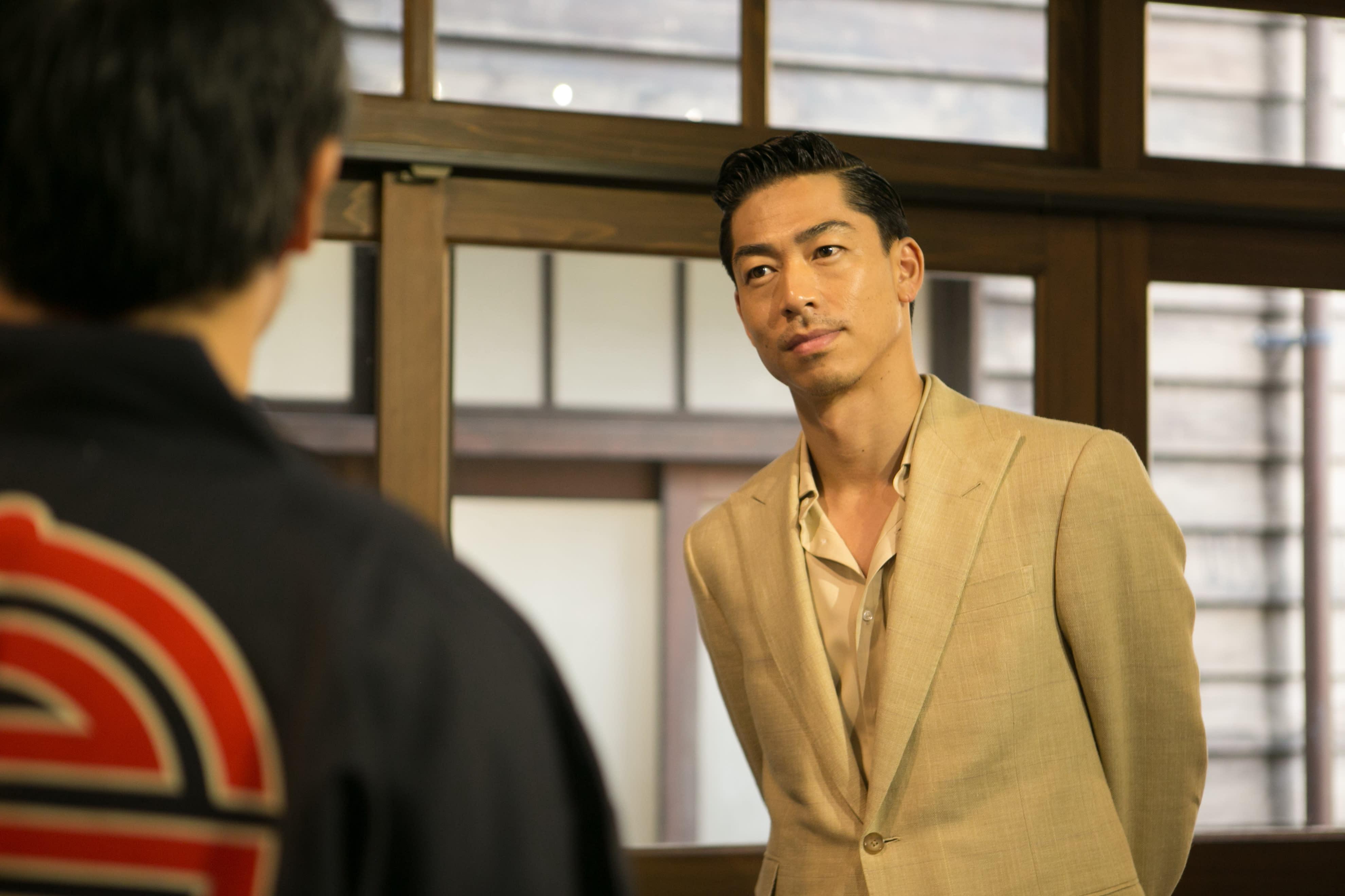 個性嚴謹的山田耕筰(Akira飾)是日本最早的古典樂作曲家之一,他從柏林留學回國後,就開始致力於國內古典音樂的創作與指揮。他同時也從事童謠創作,最著名作品是「紅蜻蜓」。