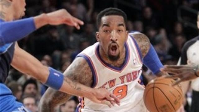 Basketball - Smith buzzer-beater helps Knicks block out Suns