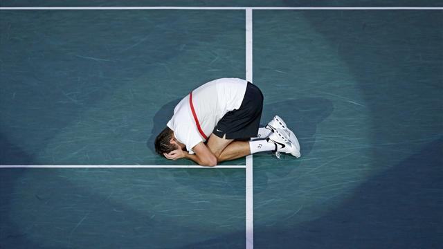 Paris Masters - Janowicz downs Simon to reach Paris final