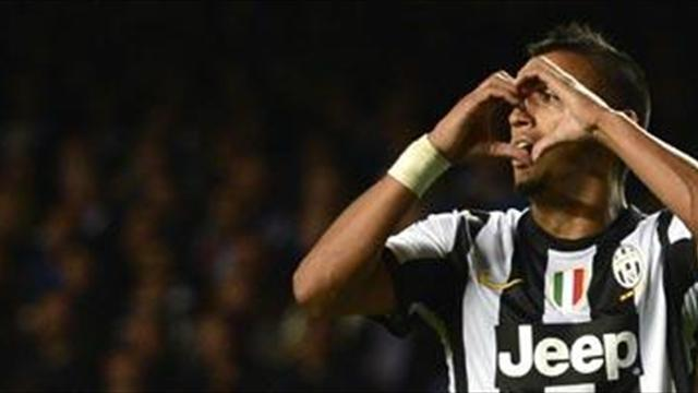 Serie A - Vidal happy to stay at Juventus