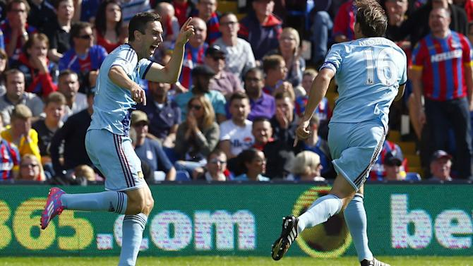 Premier League - Palace's woes continue as West Ham win