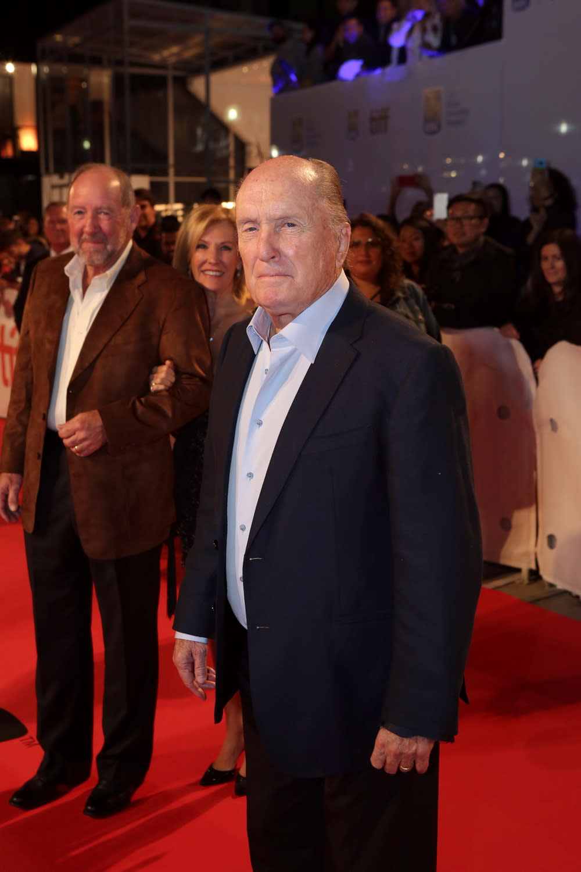 <p>老牌男星勞勃杜瓦則在片中飾演柯林法洛之父,同時也是一名政治掮客,並和自己的兒子處處針鋒相對。 </p>