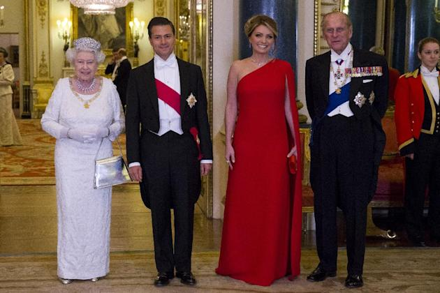 Britain's Queen Elizabeth II, left, and her husband, Britain's Prince Philip, Duke of Edinburgh, right, pose for a photograph with Mexican President, Enrique Pena Nieto, 2nd left, and his wife Angelic