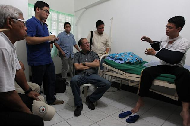 Aquino oversees search and rescue operations