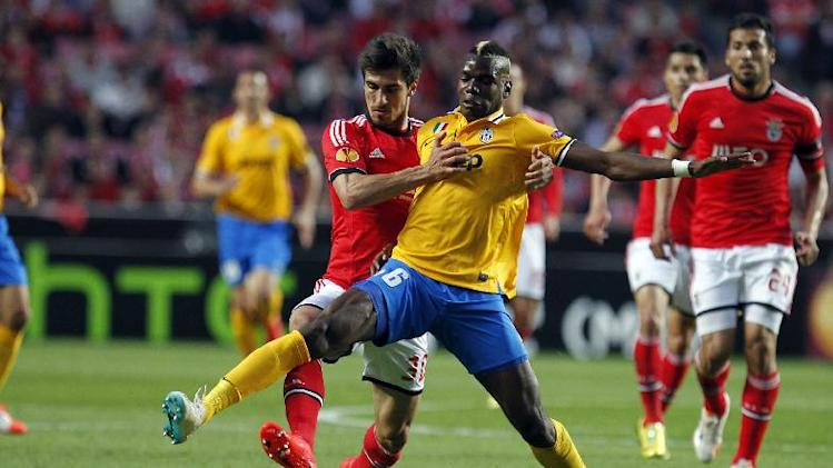 Juventus' Paul Pogba, right, from France, vies for the ball with Benfica's Andre Gomes during the Europa League semifinal first leg soccer match between Benfica and Juventus at Benfica's Luz stadium in Lisbon, Thursday, April 24, 2014