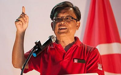 SDP candidate Tan Jee Say reveals why he resigned from the civil service. (Yahoo! photo/ Faris Mokhtar)