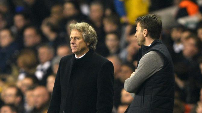 Benfica manager Jesus and his Tottenham Hotspur counterpart Sherwood react during their Europa League soccer match at White Hart Lane in London