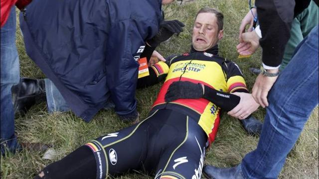 Cycling - Boonen out of Paris-Roubaix with fractured rib