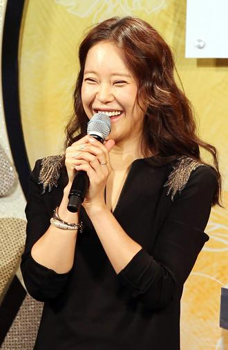 Ballad queen Baek Ji-young to release a dance album