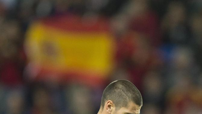 Spain's national soccer goalkeeper Victor Valdes reacts during a friendly soccer match between Spain and Chile at the Stade de Geneve stadium, in Geneva, Switzerland, Tuesday, Sept. 10, 2013