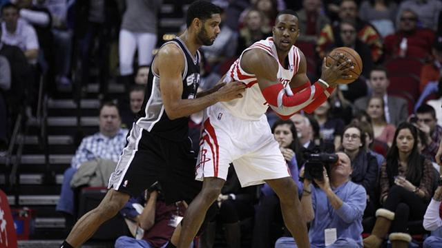 Basketball - Howard recovers to lead Rockets to win over Spurs