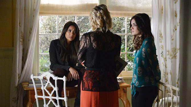 """Pretty Little Liars"" -- ""Out of Sight, Out of Mind"" SHAY MITCHELL, LUCY HALE"