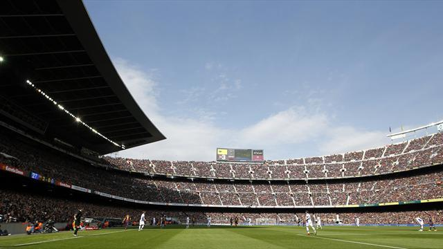 Liga - Barcelona opt for rebuilt Nou Camp, not new stadium