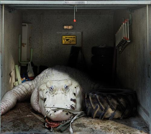 Ultra-realistic garage door art
