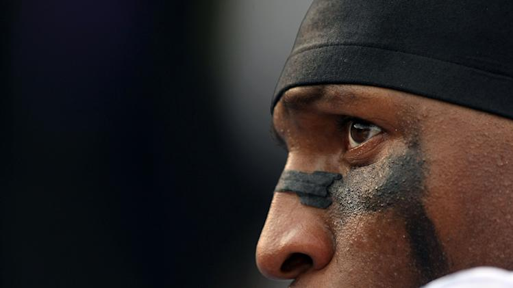 SAN DIEGO - NOVEMBER 25: Ray Lewis #52 of the Baltimore Ravens looks on from the sideline against the San Diego Chargers during their NFL Game at Qualcomm Stadium November 25, 2007 in San Diego, California. (Photo by Donald Miralle/Getty Images)