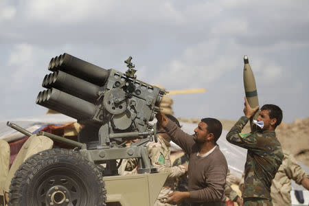 Iraqi forces try to seal off Islamic State around Tikrit
