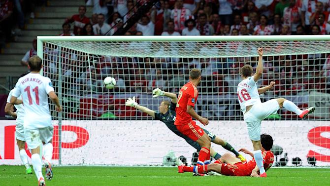Jakub Blaszczykowski fires home a stunning equaliser for Poland against Russia