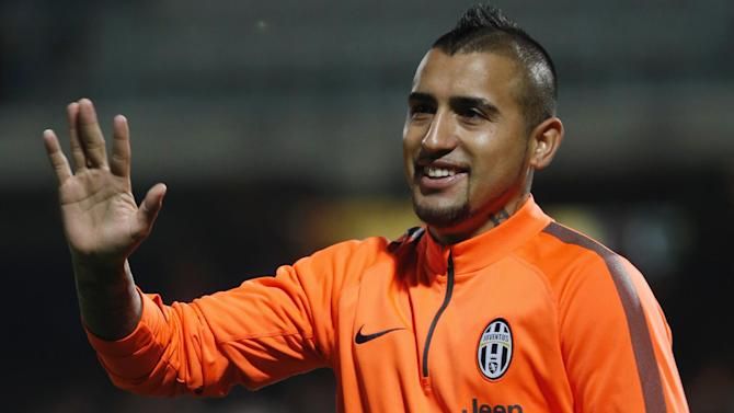 Serie A - United target Vidal breaks down in training