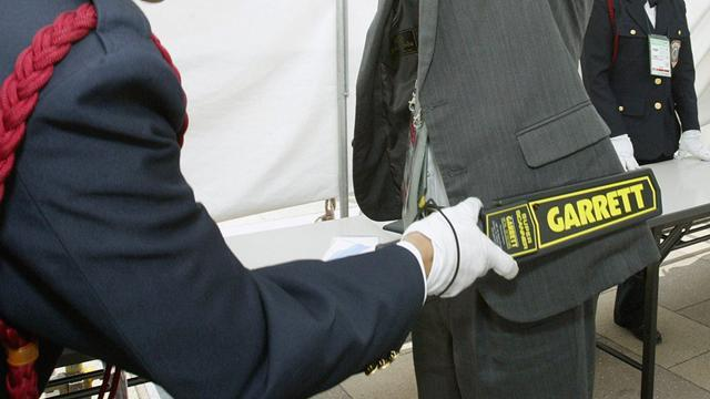 Athletics - Metal detectors for entire Moscow marathon course after Boston bombs