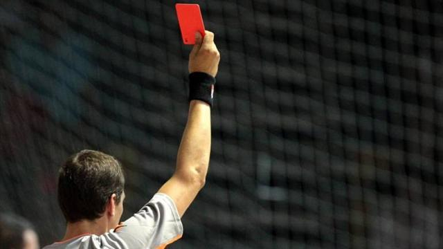"South American Football - Five sent off in bad-tempered Chilean ""clasico"""