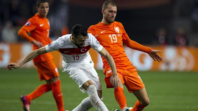 International friendlies - Striker Bas Dost pulls out of Dutch squad
