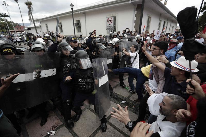 Disturbios y policías heridos en operativos en el Caribe de Costa Rica