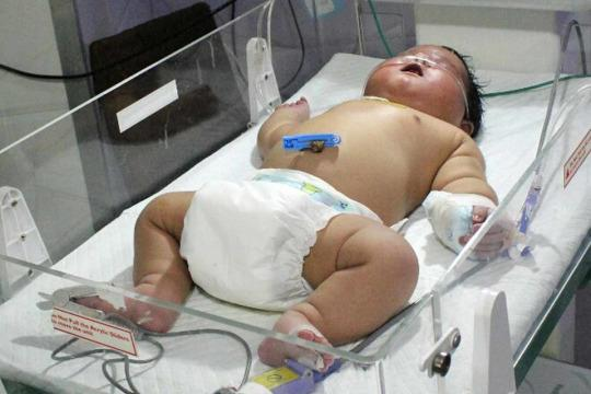 Mum-Of-Nine's Giant Newborn Weighing 14.77lb Is India's Biggest Ever Baby