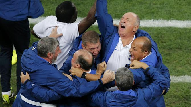 World Cup - Scolari defends penalty, praises Neymar after win
