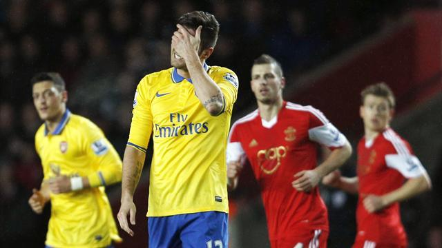 Premier League - Flamini sees red as Saints halt Arsenal momentum