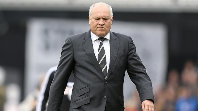 Football - Jol hits out at unrealistic fans
